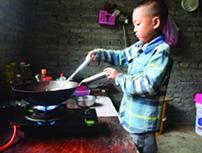 松桃7岁男孩独自照顾瘫痪父亲 已收到爱心捐款77万